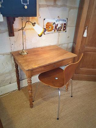 Petite table bureau en noyer fin XIXème