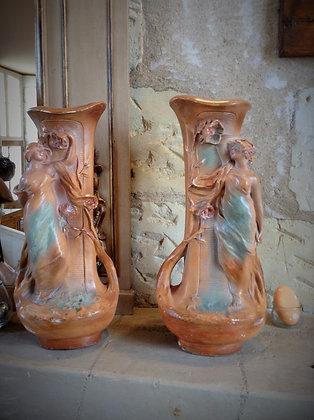 Paire de vases terre cuite des années 20