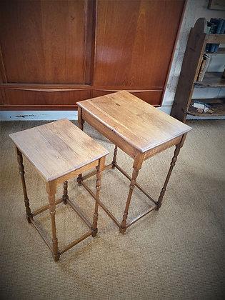 2 tables d'appoint en chêne ancienne