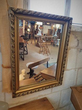 Miroir doré rectangulaire ancien