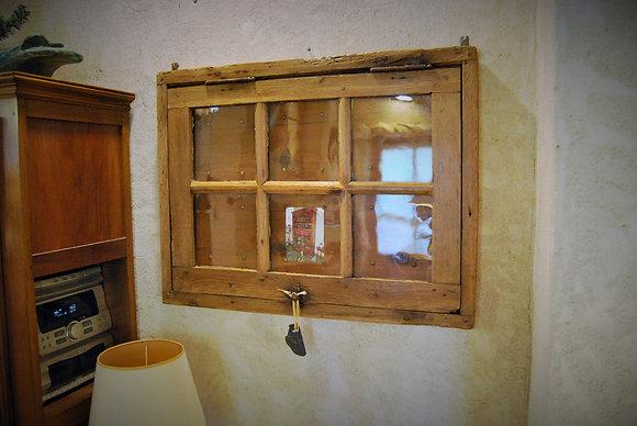 Fenêtre XIXème transformé en cadre photos