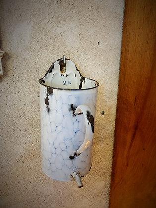 Petite fontaine en tôle émaillée ancienne