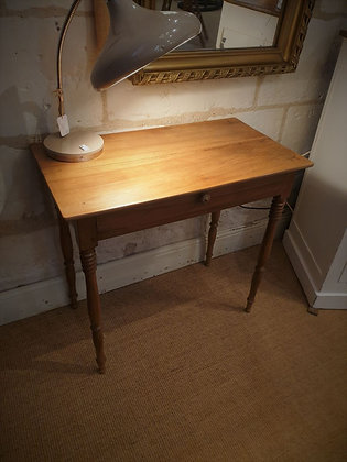 Petite table d'appoint en noyer ancienne