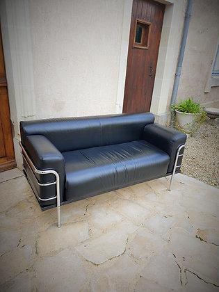 Canapé inspiré du LC2 Le Corbusier en cuir années 90