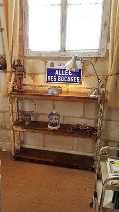 Etagère ancienne provenant d'un ancien garage