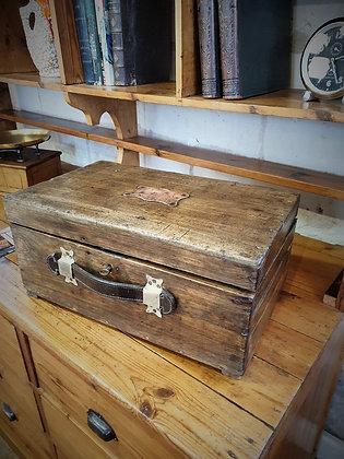 Boite en bois à outils ancienne