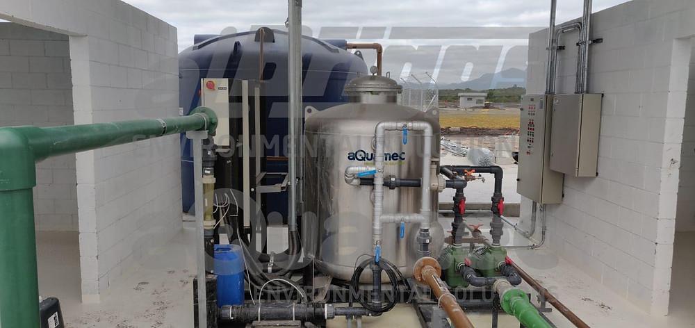 Unidade de tratamento de água pluvial para reúso em lavagem e irrigação