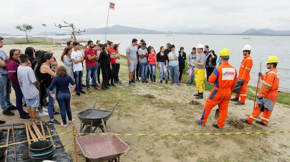 Aulas práticas que ensinam utilização dos equipamentos específicos e de proteção individual