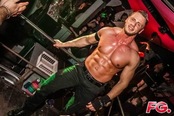 Stripteaseur Charleroi Julien