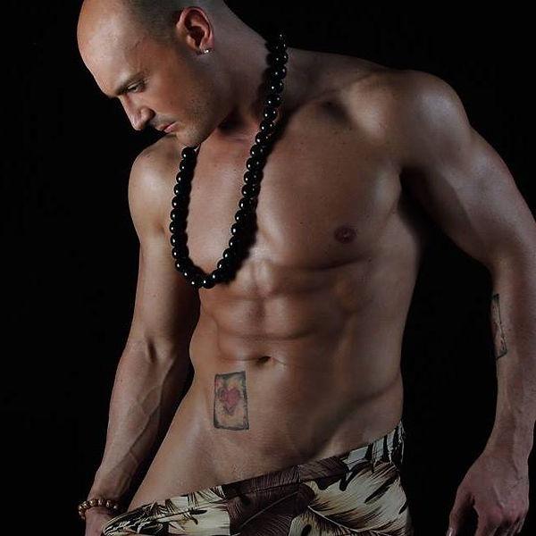 Stripteaseur Grenoble Yann