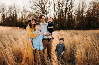 Family-photo-posing-ideas-Outdoor-Sunset