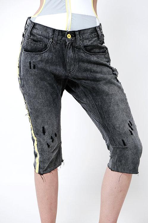 ג'ינס BOY