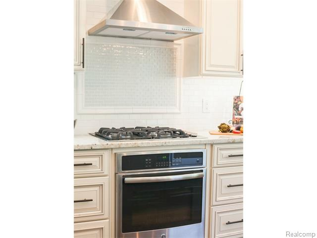 Kitchen Stove 2.jpg