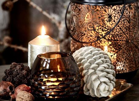 Les bougies font merveilles pour réchauffer l'ambiance et installer une belle énergie reposante