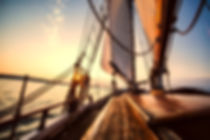 sailing-2542901_1920.jpg