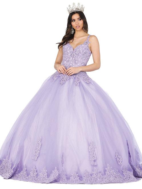 Vestido lila, top aplicaciones y pedrería, tirante y escote corazón.
