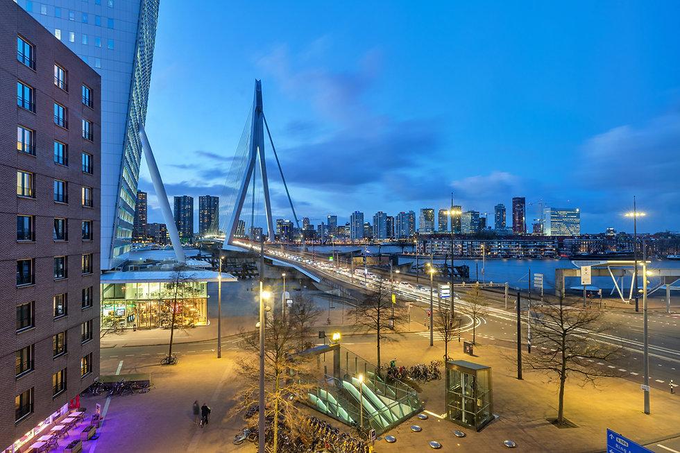 Wilhelminaplein Rotterdam Xeon 3 01.jpg