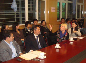 charmian-wylde-debate-chinese-students.j