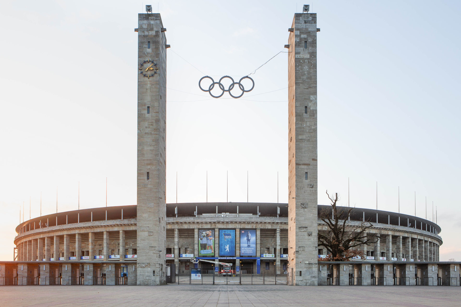19_32_fA_DB_Hertha_Stadion--2.jpg