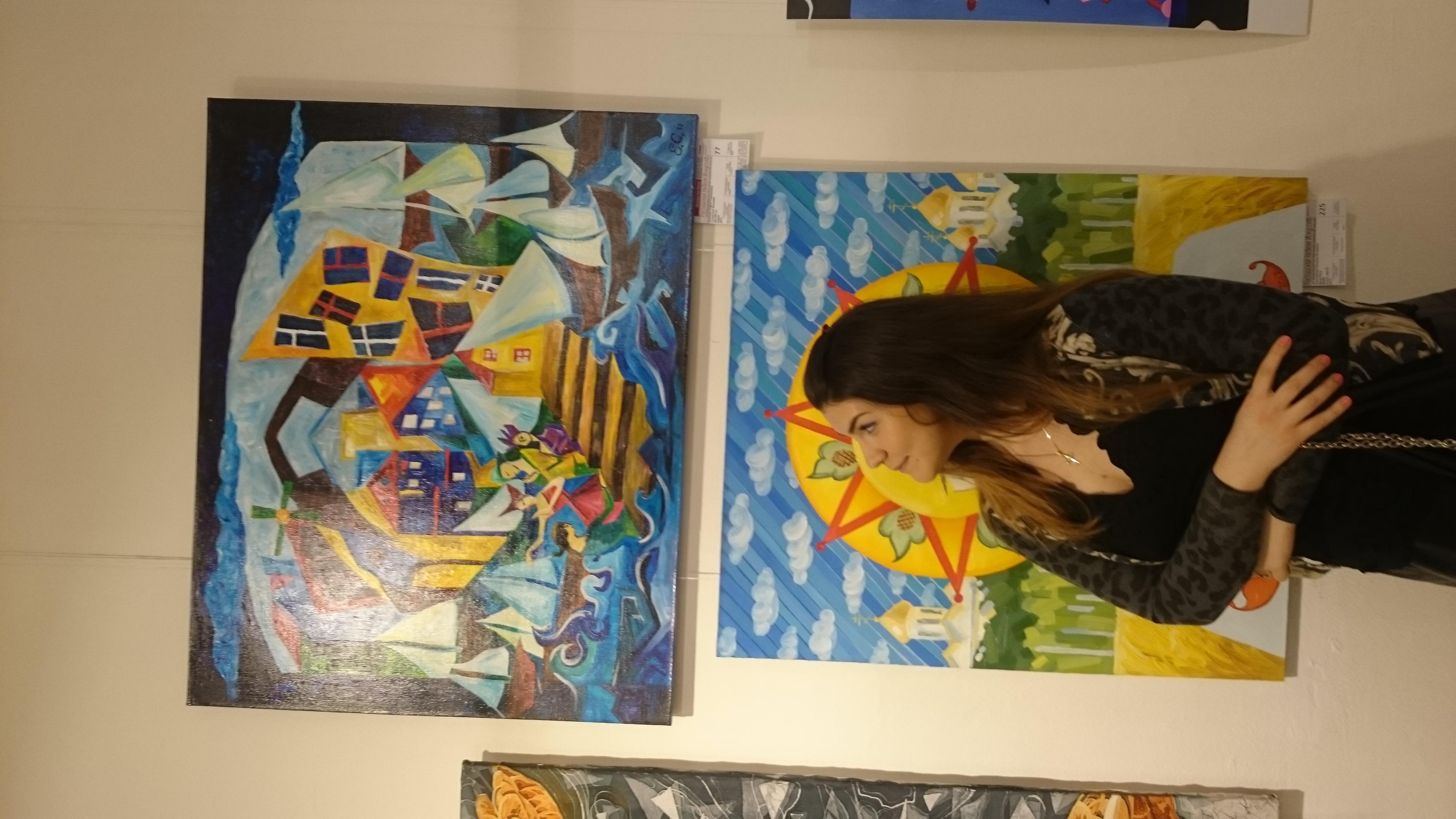 На фоне живописи моей ученицы