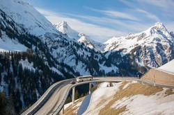 bergpas naar skigebied Warth