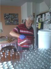 Filling honey jars