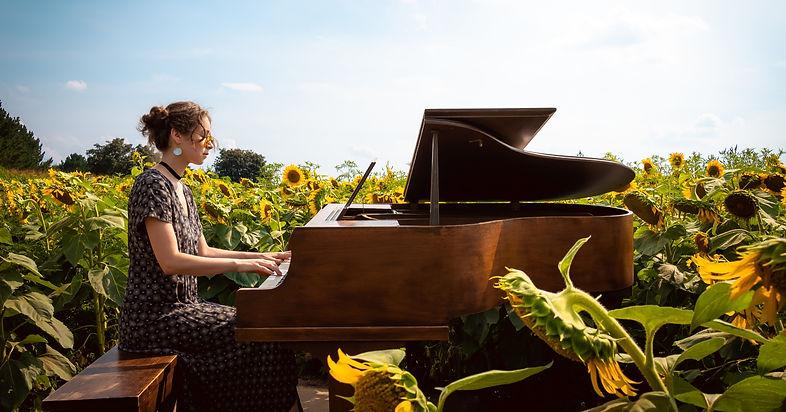 Clarisse piano photo - Dream Sounds_edited.jpg
