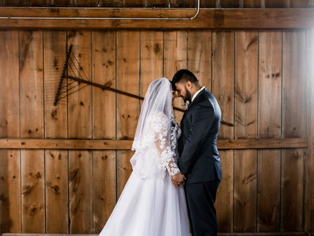 How to Style your Barn Wedding Decor