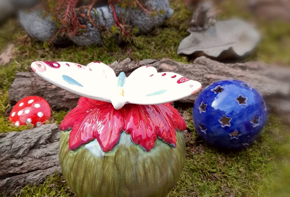Rosenkugel mit Schmetterling