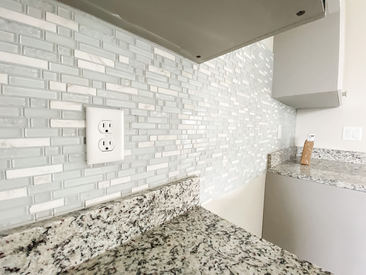 601 Dunlin Lane - Kitchen Backsplash.jpg