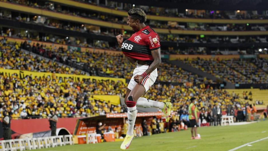 Bruno Henrique repete feito de Pelé na semifinal e se candidata a Rei da América pelo Flamengo