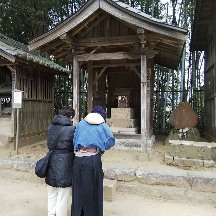 愛染神社にて、良縁祈願中。。。