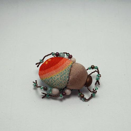 Gueib Clémence - Broche scarabée non brodée, tissu japonais