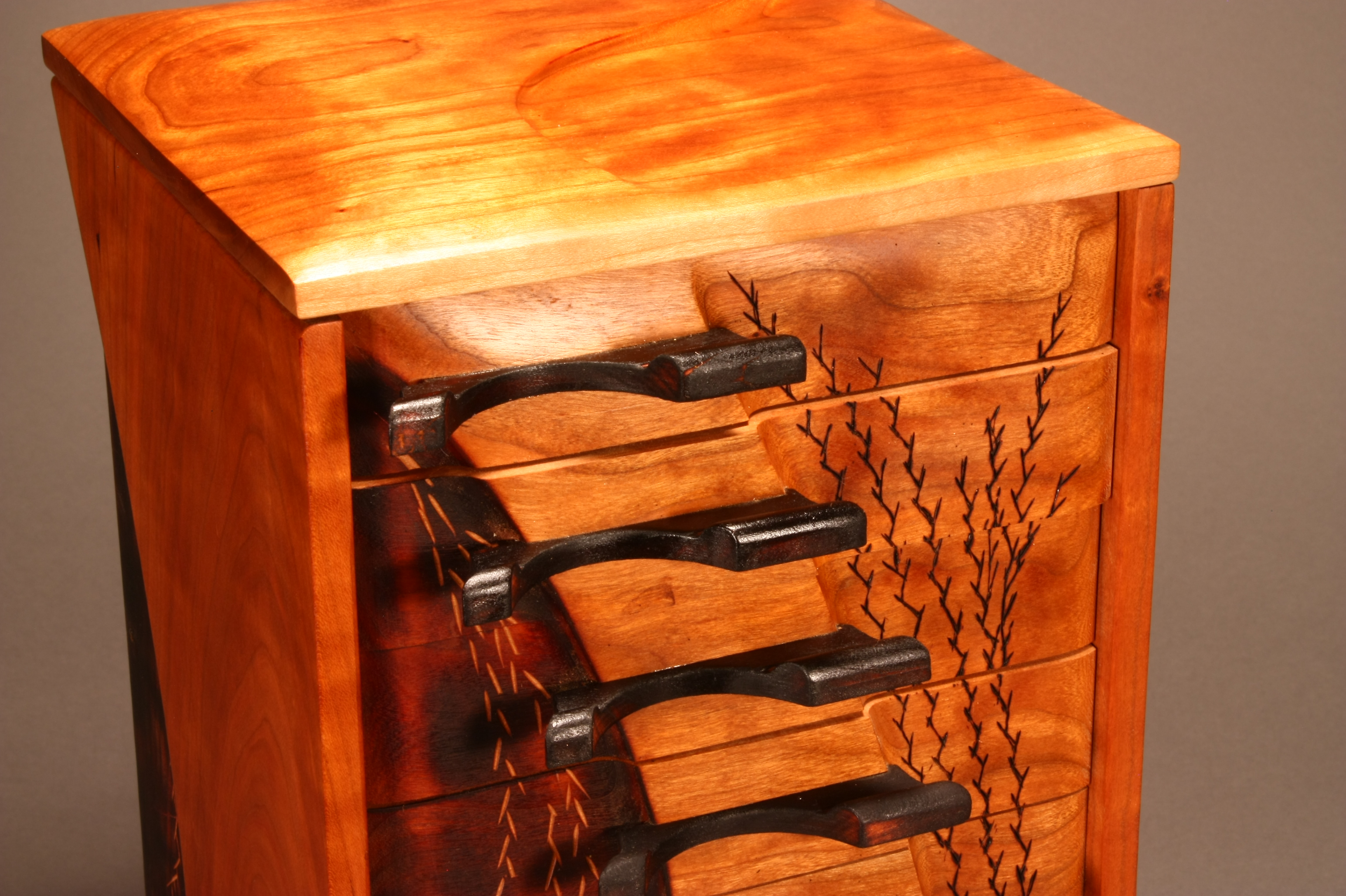 CHERRY SUITE DRAWER TOWER DETAIL