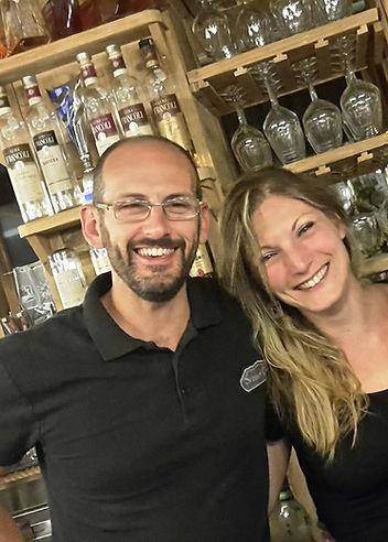 Staff senner pub, senner pub, birreria, prodotti tipci ossolani, ristorante, pub, macugnaga, sera, festa, musica, birra, birra artigianale, gin tonic, cocktail,