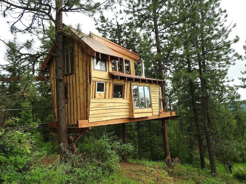 Treehouse at Hauser Lake Idaho: 19 Pacific Northwest Treehouses to Rent Now