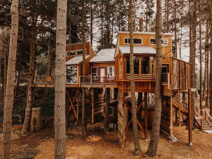 Eagle's Nest Treehouse in Port Angeles Washington: 21 Pacific Northwest Treehouse to Rent