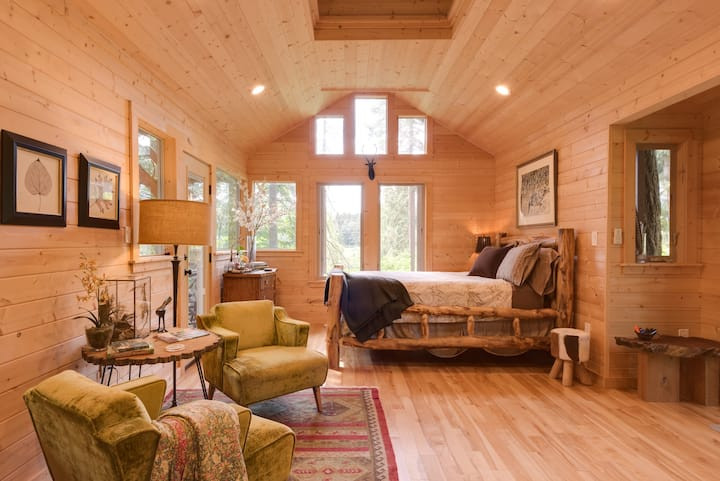 Deer Haven Treehouse: 19 Pacific Northwest Treehouses to Rent Now
