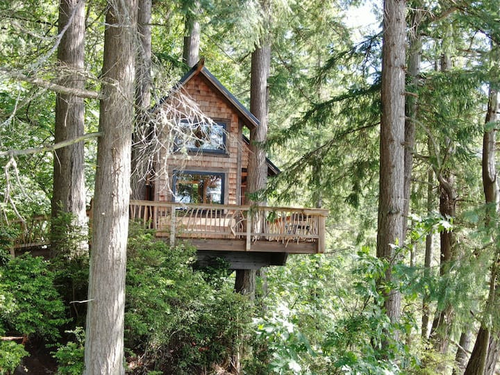 Eagles' Bluff Treehouse: 20 Pacific Northwest Treehouses to Rent Now