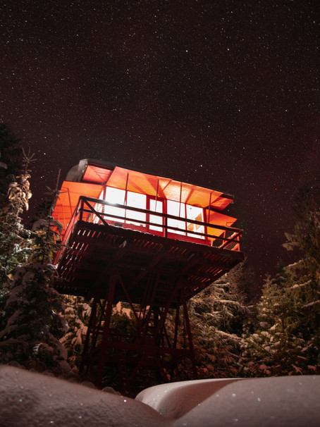 Escape to Crystal Peak Lookout