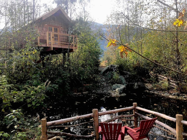 Pond Perch Treehouse: 20 Pacific Northwest Treehouses to Rent Now