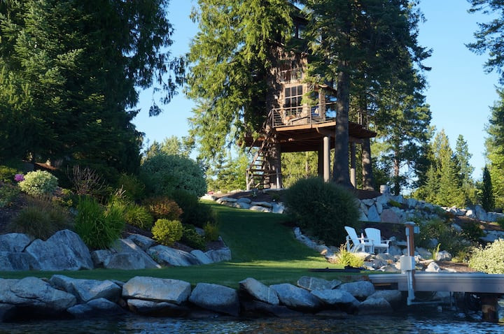 Treehouse on Lake Pend O'reille: 19 Pacific Northwest Treehouses to Rent Now