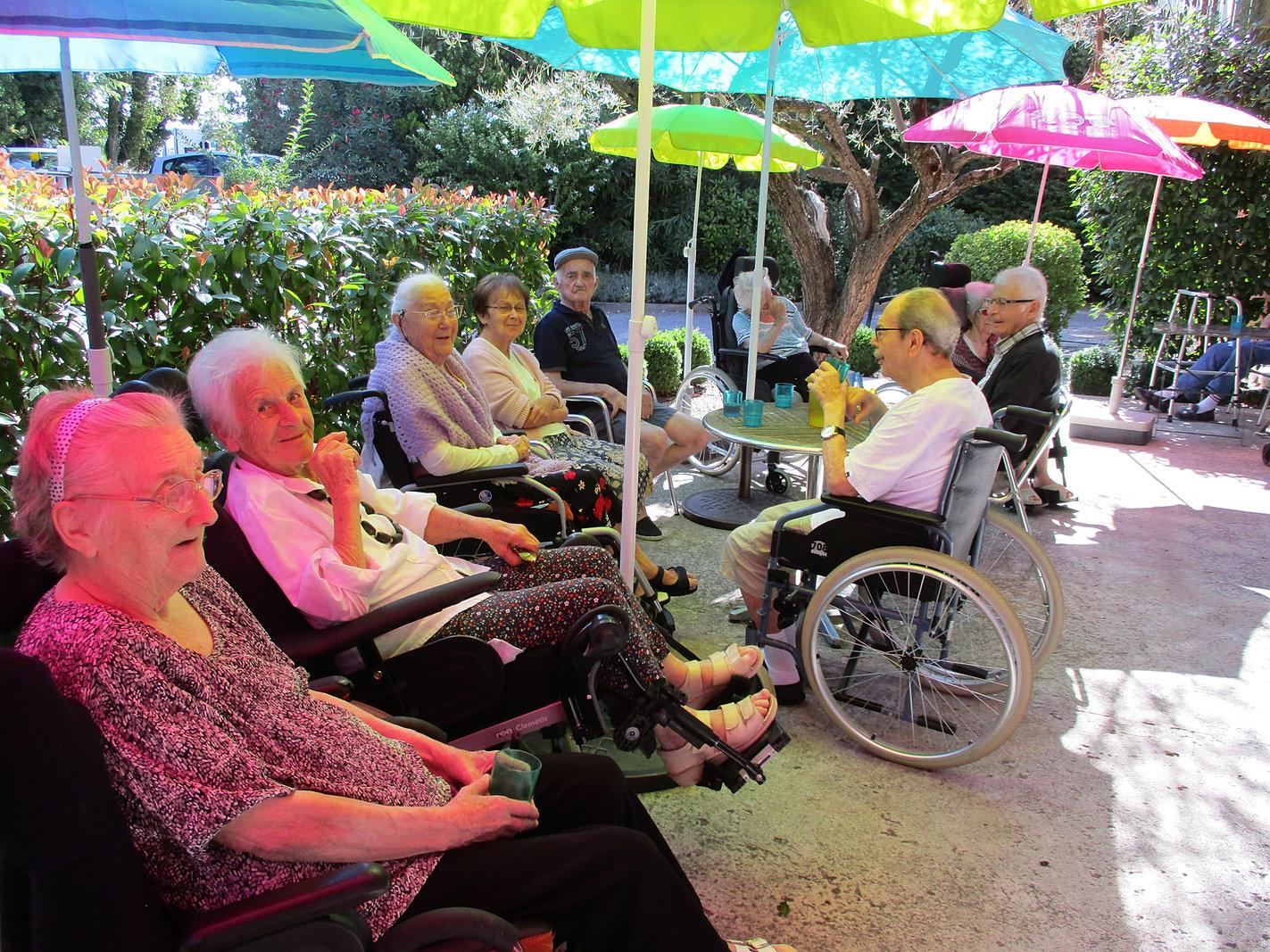 Foyer Logement Salon De Provence : Maison de retraite senas top rsidence les jardins