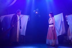 パンドラは風の国の王の元に現れ何かを告げる