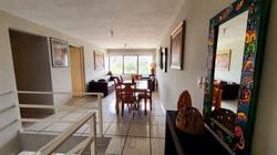 Apartamento Amueblado de 2 Niveles con Patio - $900 (NEGOCIABLES)