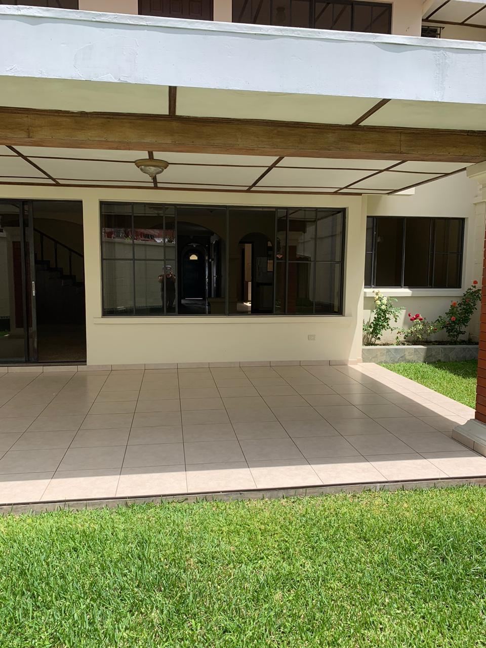 Santa Elena Casa Alquiler $1,400