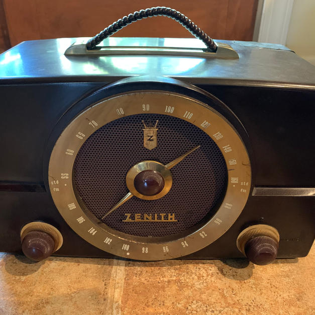 1950s tabletop tube radio in working condition