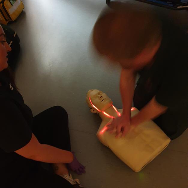 CPR  training utilising performance student feedback manikins