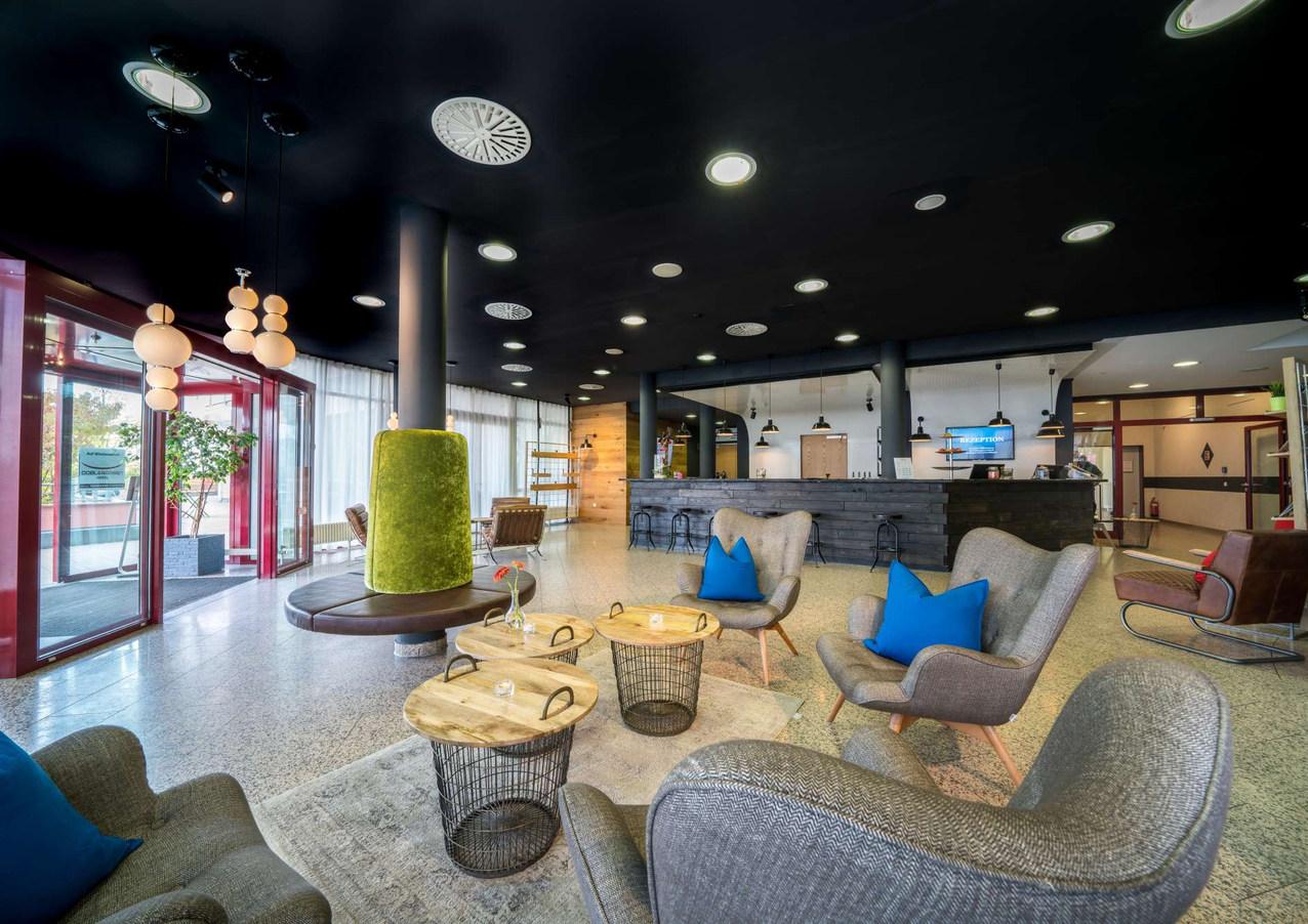 BW_Hotel_Schwieberdingen_Lobby.jpg