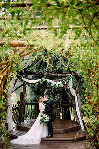 Log wedding gazebo Pine Rose.JPG